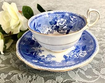 Vintage Royal Standard Old Chelsea Pattern Teacup and Saucer. Fine Bone China England Teacup and Saucer. Blue and White Teacup and Saucer