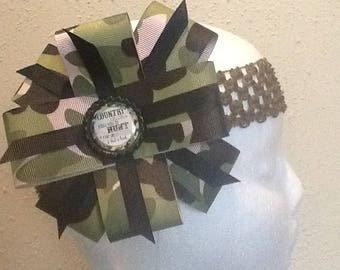 Camouflage hair bow the bottle cap ( Country chicks know how to hunt ride on dirt roads & bait a hook)