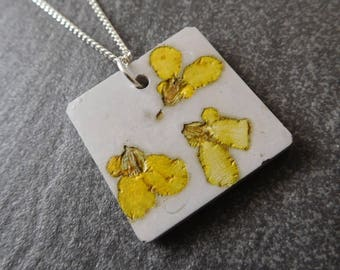 Flower necklace - botanical jewelry - unique necklace - gift for her - yellow flower - pressed flower necklace - flower jewelry - concrete