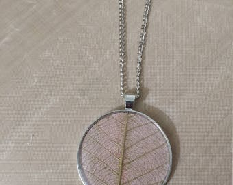 Leaf and resin necklace