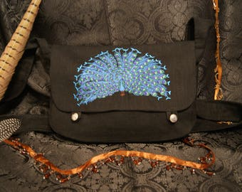 Embroidered shoulder bag with peacock made of linen
