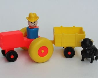 Fisher Price Little People, #915 Play Family Farm, Tractor, cart, farmer and pig