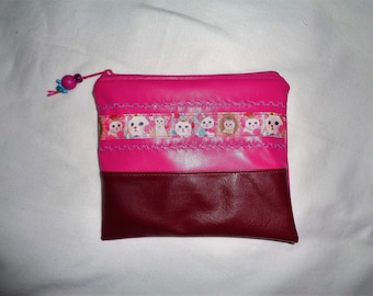 """Flat zip pouch in faux leather pink and Burgundy with a stripe """"cats""""."""