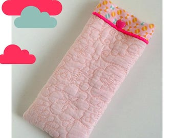 Glasses case padded, pastel pink fabric and lining pattern pastel pink and turquoise.