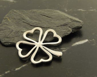 1 pendant charm 4 clover leaves