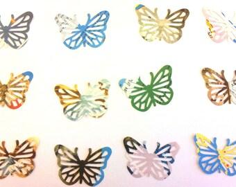 Lot 30 papillons en papier - écritures - multicolore