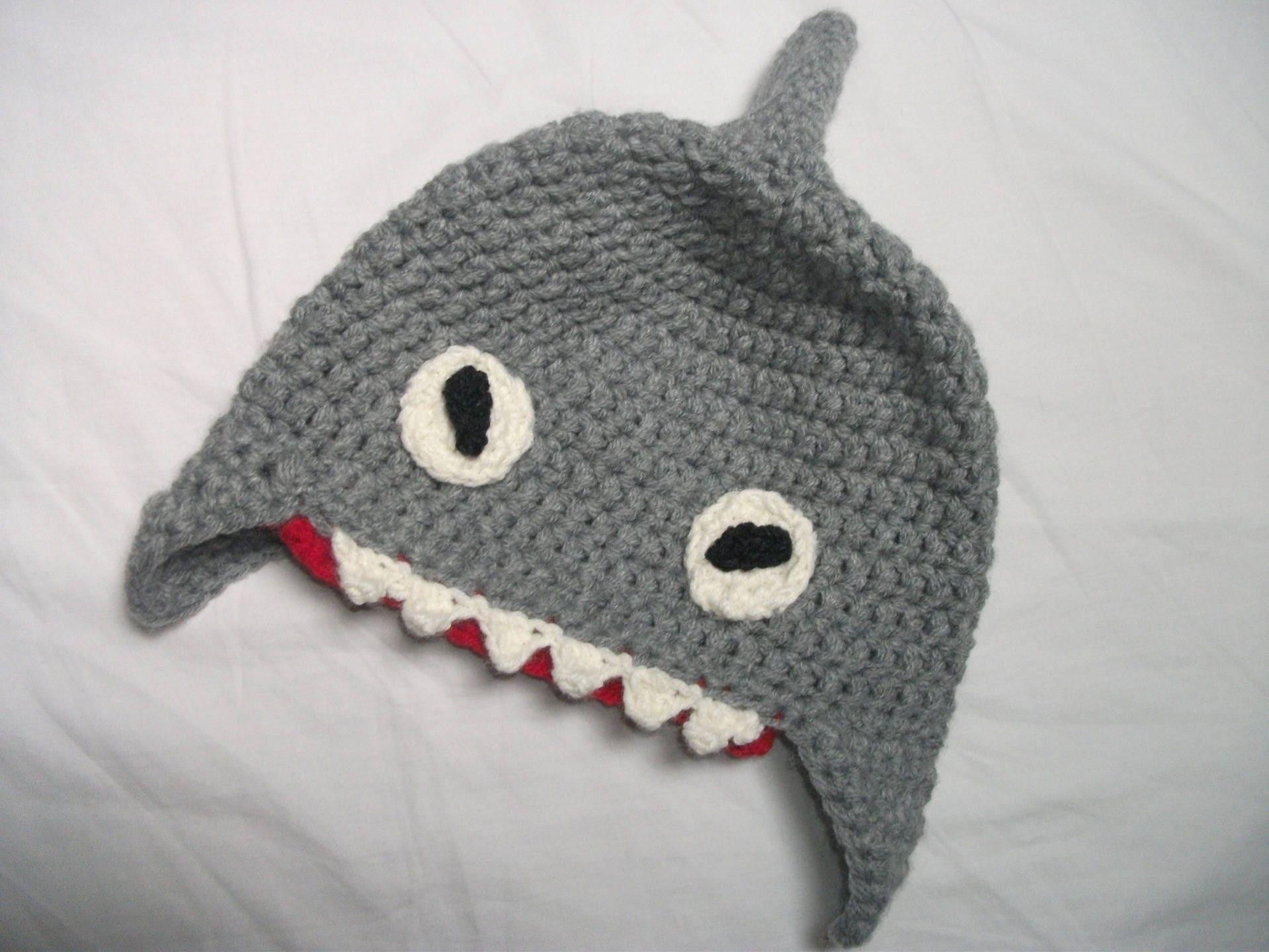 Bonnet requin en laine fait au crochet taille 3 4 ans - Requin rigolo ...