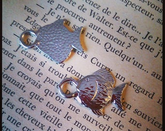 set of 2 fish charms in silver