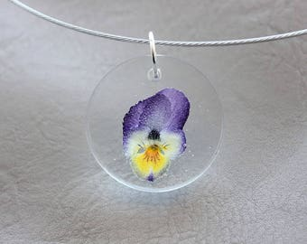 Necklace + pendant 3 cm resin and dried flower Pansy purple/yellow round