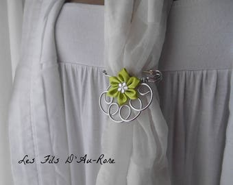 Brooch with green satin flower