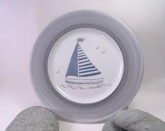 birth plate, boat blue gray netting