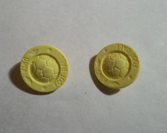2 yellow buttons