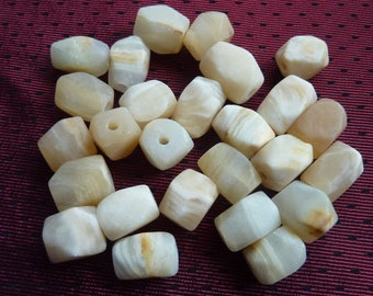 creamy white stone beads 26 * 1.3/0.8 cm * faceted