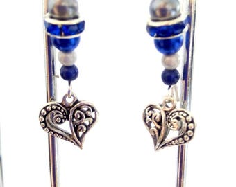 Long earrings in shades of blue