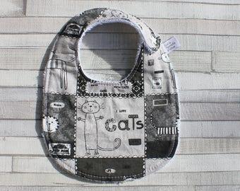 Bavoir imprimé chats, doublé éponge