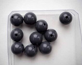 10 medium grey resin beads 12mm