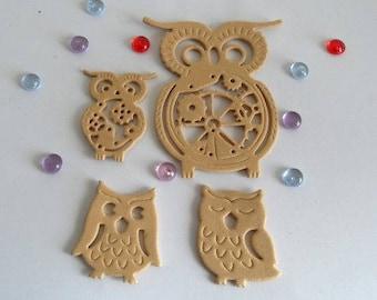 Set of 4 owls, beige Moss embellishments