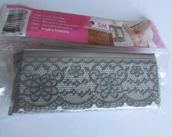 5 Metters laminated grey lace trim