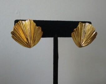 Vintage Trifari Gold Tone Clip On Earrings