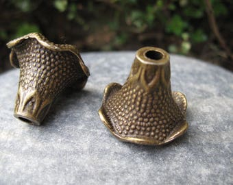 Large shell bronze Cup