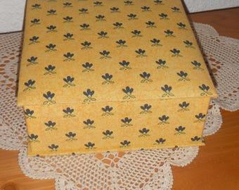 Cardboard box with fabric lining