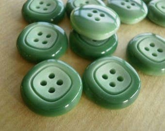 Set of 2 round buttons, plastic, green, top square motif, diameter 28 mm