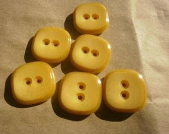 Set of 3 square plastic, yellow color, size 23 mm buttons