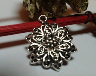 Vintage antique 23mm flower pendant