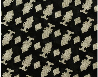 3 meters of black and white printed cotton fabric coupon