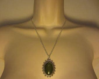 Necklace with green cabochon