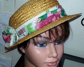 "Straw hat shaped ""Boater"""