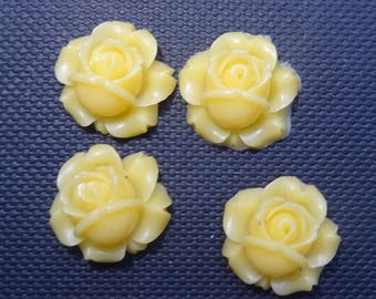 4 roses flowers canary yellow resin 1.2 cm