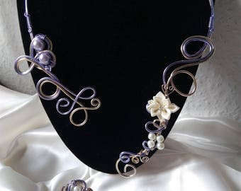 Necklace ring in aluminum wire and beads