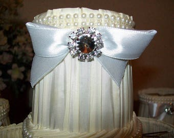 LAMPSHADE VINTAGE ECRU PLEATED SILK DECORATED WITH BRAID AND A RUFFLED DOUBLE PEARL