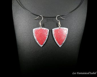 Pair of earrings, red and silver grey