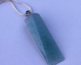 Handmade torquise resin pendant necklace with chain