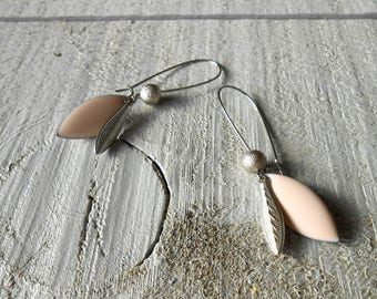 Sleeper earring silver, sequin light pink enamel and brilliant Pearl