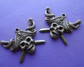 Pirate skull charm/pendant in bronze metal