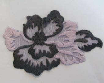 Applique scalloped tulle gray and pink flowers 11 cm x 7.5 cm