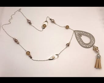 Classic necklace in beige