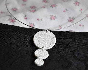 collar ecru porcelain Limoges