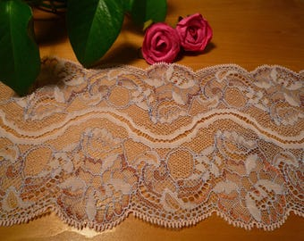 Beautiful lace pale pink and purple 13 cm wide