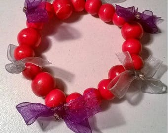 Bracelet red wooden beads and fabric bow
