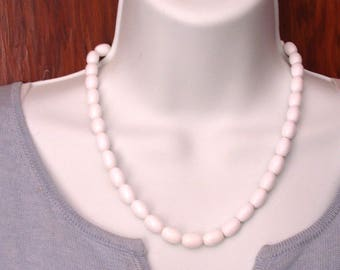 White Oval Bead Necklace 19 Inch In Very Good Condition