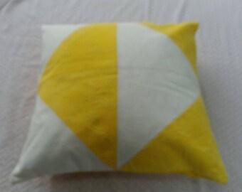 Cushion 40 x 40 cm yellow white geometric pattern