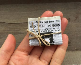 Tiny newspaper, miniature newspaper, periodico miniatura, dollhouse accessory