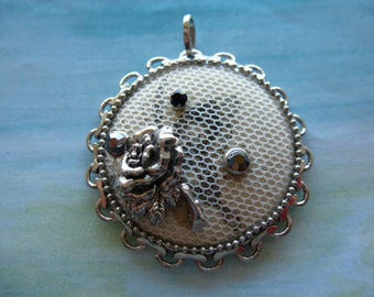 Pendant romantic vintage lace rhinestone and silver metal