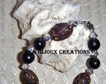 Mixed bracelet with natural seeds