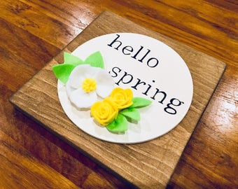 Spring Decor, Spring Woodsign, Spring Decororations, Round Woodsign, Easter Decor, Felt Flowers