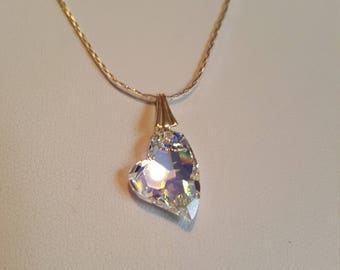 Pendant / heart Crystal on a silver chain. A heart that comes out of the ordinary. It catches the light beautifully